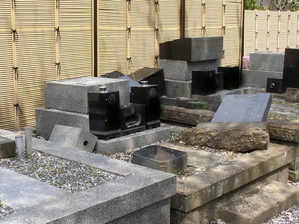 東日本大震災 倒壊したお墓